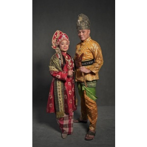 TRADITIONAL COUPLE SET   Traditional   RentSmart Asia   Renting Is The New Buying